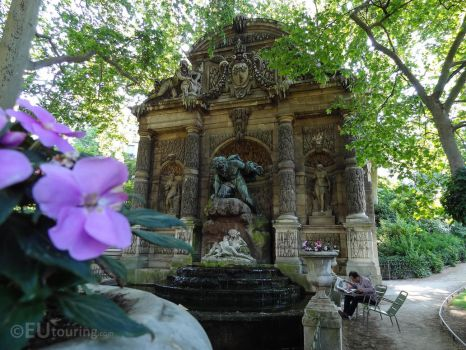 Flowers beside Fontaine Medicis by EUtouring
