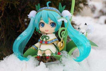 Snow Miku's Snow Day by MillyT