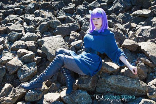 Maud on the Rocks by QueenBloo