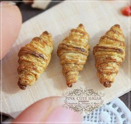 1/12 scale miniature : French croissant. by Valentina-PinkCute