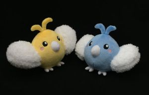 Regular and shiny Swablu plushies by Draxorr