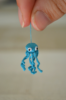 Tiny octopus by HolsteinFreestyler