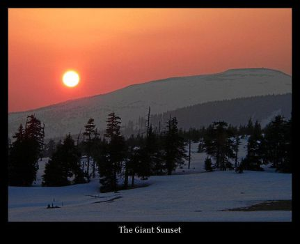 The Giant Sunset by gshegosh