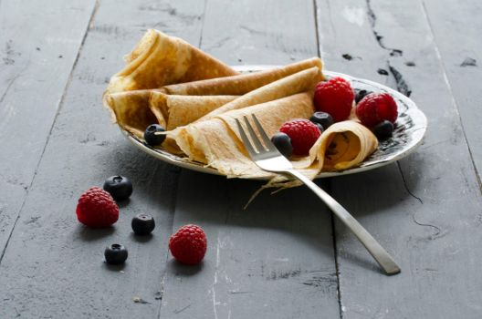 Crepes and Red berries by Feiti