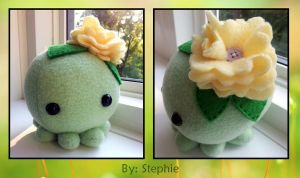 Green Octopus w/ flower by ValkyriaCreations