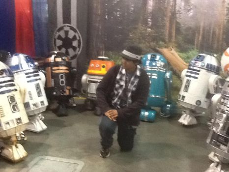 Im surrounded by droids!!!!! (Comic con pic) by ZachMFKAttack